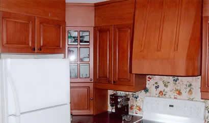 les moulures d coratives moulures de bois jonction de dessus d 39 vier corniche silence cache. Black Bedroom Furniture Sets. Home Design Ideas